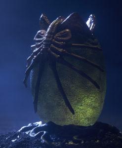 aliens-alien-egg-statue-200526-02